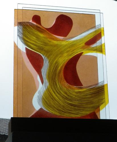 Série Belle Île, triple verres sur socle, peints au jaune d'argent, rouge de cuivre et grisaille. 20 X 30 cm. 2012.