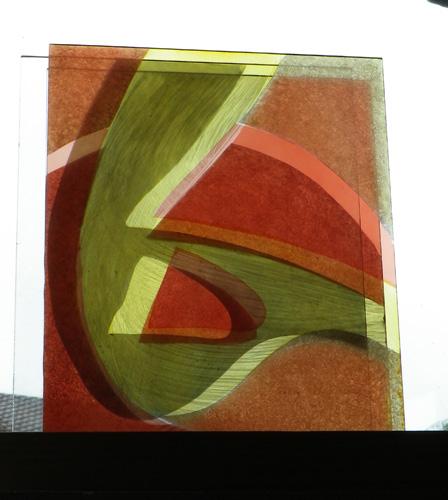 Série Belle Île, triple verres sur socle, peints au jaune d'argent, rouge de cuivre, émail et grisaille. 20 X 25 cm. 2012.