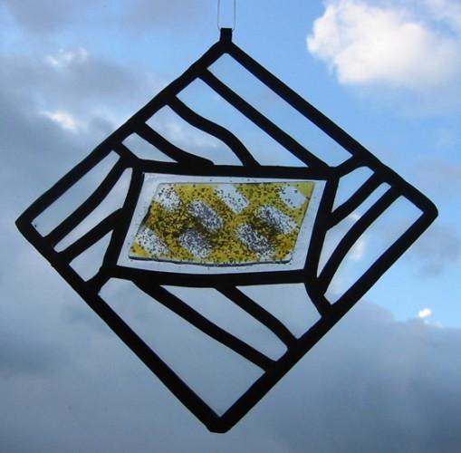 Série rythme, Verre – fusing – jaune d'argent et plomb, 12 X 12 cm, 2008