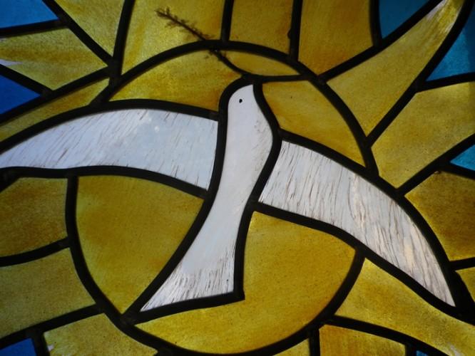Oculus de Chapelle (détail), 50 x 50 cm, Verres soufflés – jaune d'argent – grisaille, N-D de la Paix, Comines, 2011