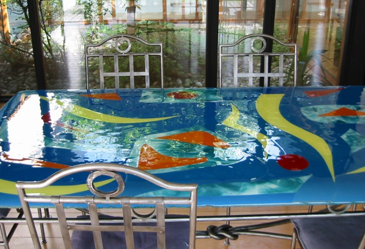 Plateau de table en fusing, 200 X 100 cm, Dessin Marie Marot-Six, Réalisation technique Société Euradif, Wattignies, 2003