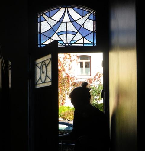 Vitrail sur imposte de porte d'entrée. 46X65 cm. Lambersart 2013.
