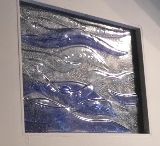 Panneau sur porte de salle de bain, 50 X 35 cm, vitrail monobloc, sans plomb. Armentières, 2012
