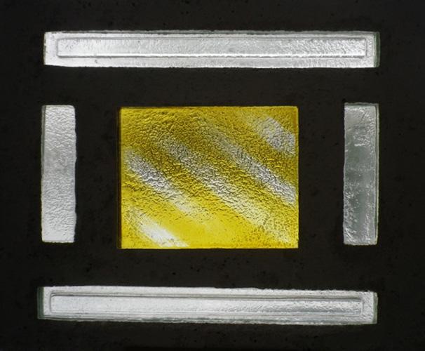 Série silence, 35 X 28 cm, Dalle de verre - fusing, jaune d'argent et béton, 2008.